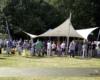 Großes Eventsegel als sonnen- und regenschutz im Hohenzollernpark Schenefeld