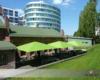 Große quadratische Gastronomie Sonnen-Schirme Restaurant Alte-Schmiede auf EREF-Campus Berlin